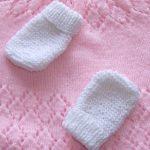 Tricot bébé moufles