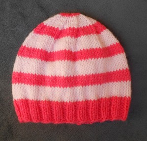 Tricoter un bonnet naissance fille