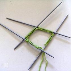 Tricoter en rond avec quatre aiguilles