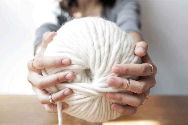Tricoter un plaid sans aiguilles