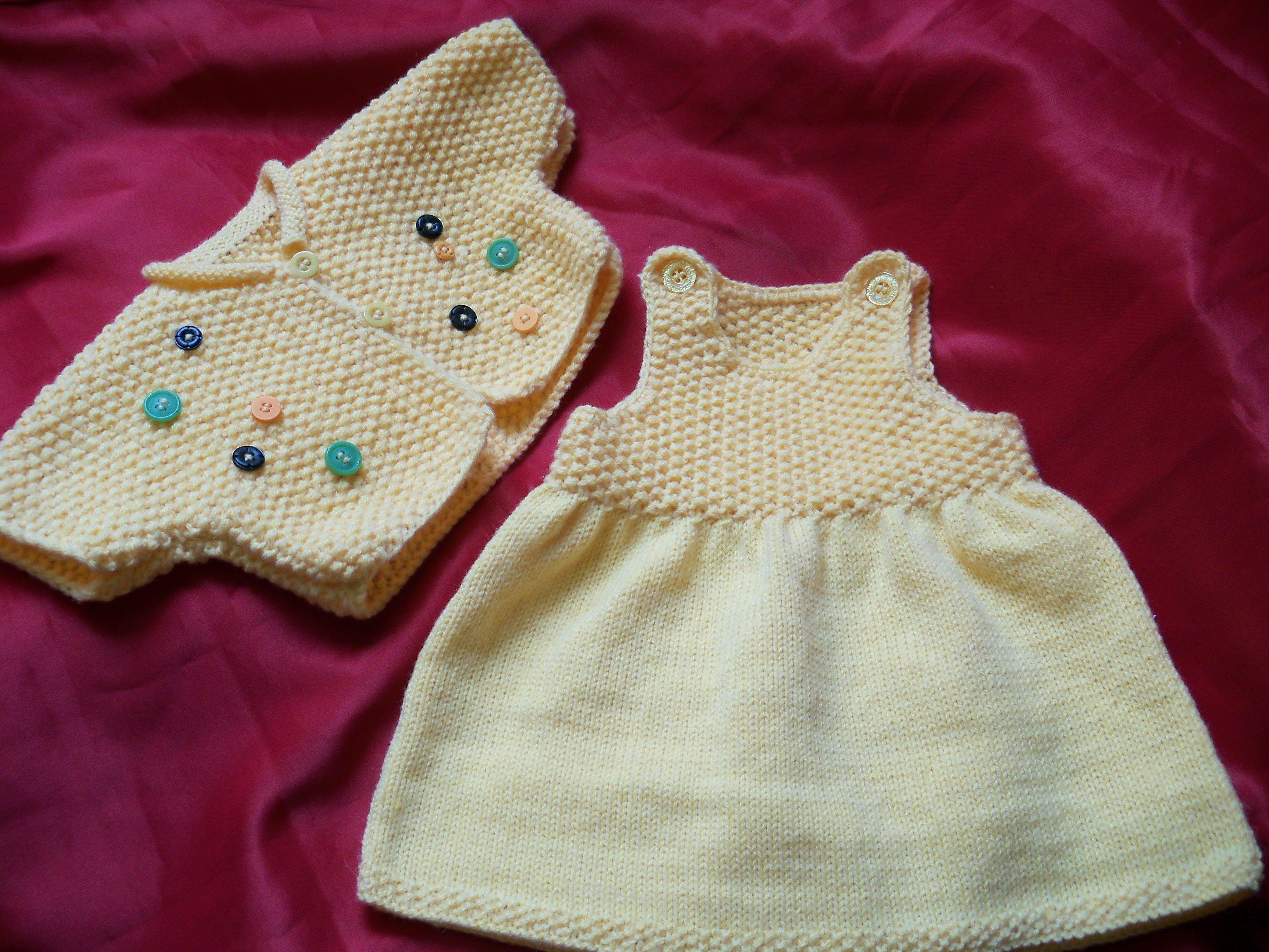 Tricot robe bébé débutant