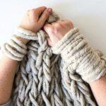 Tricoter avec les bras grosse laine