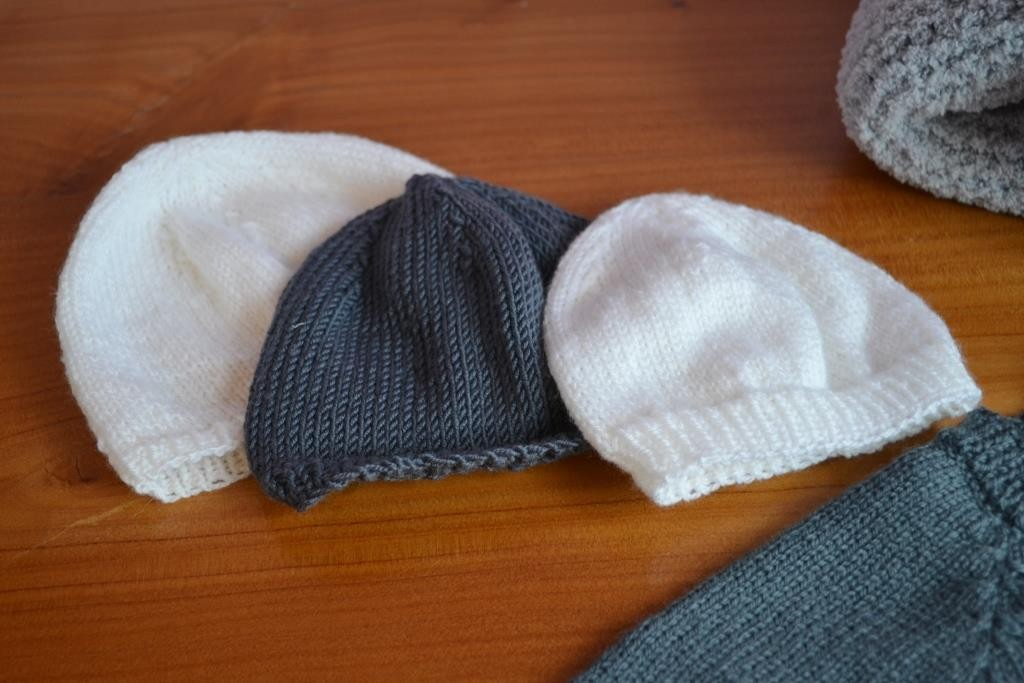 Tricoter un bonnet pour bébé naissance