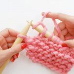 Tricot avec les mains