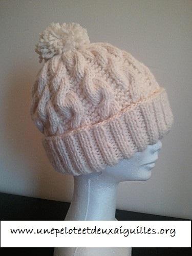 Tricoter un bonnet avec torsades