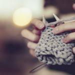 Tricoter avec des aiguilles