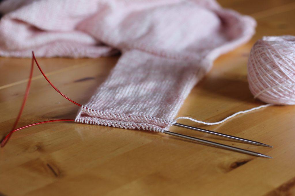 Tricoter en rond puis en aller retour