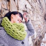 Tricoter avec une main