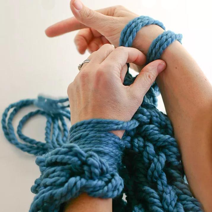 Tricoter avec ses bras youtube