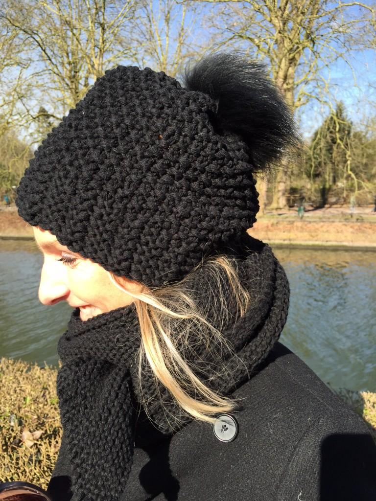 Tricoter un bonnet femme au point de riz