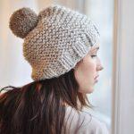 Tricot bonnet femme pompon