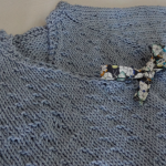 Modèle tricot brassière croisée bébé