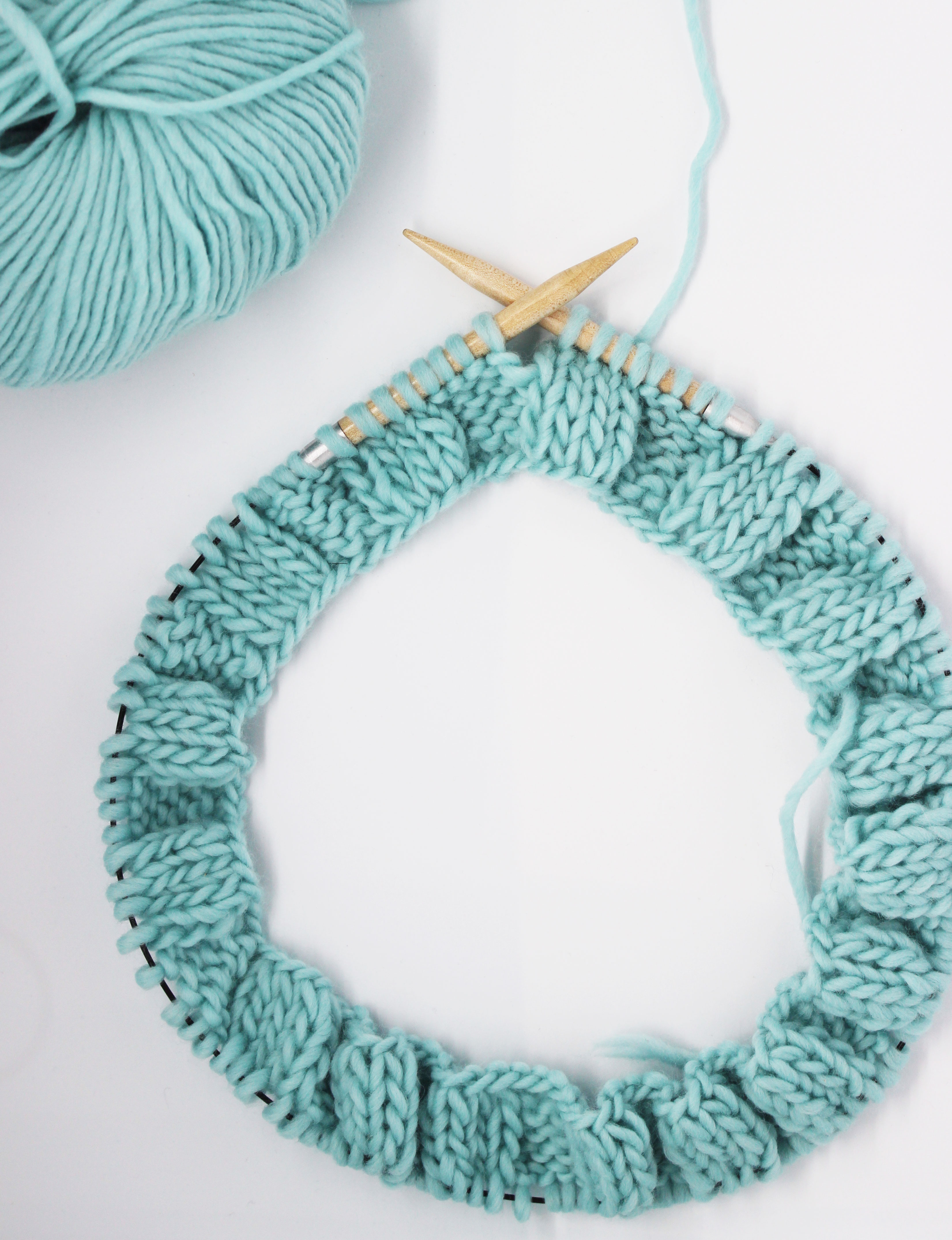Tricoter avec des aiguilles circulaires vidéo