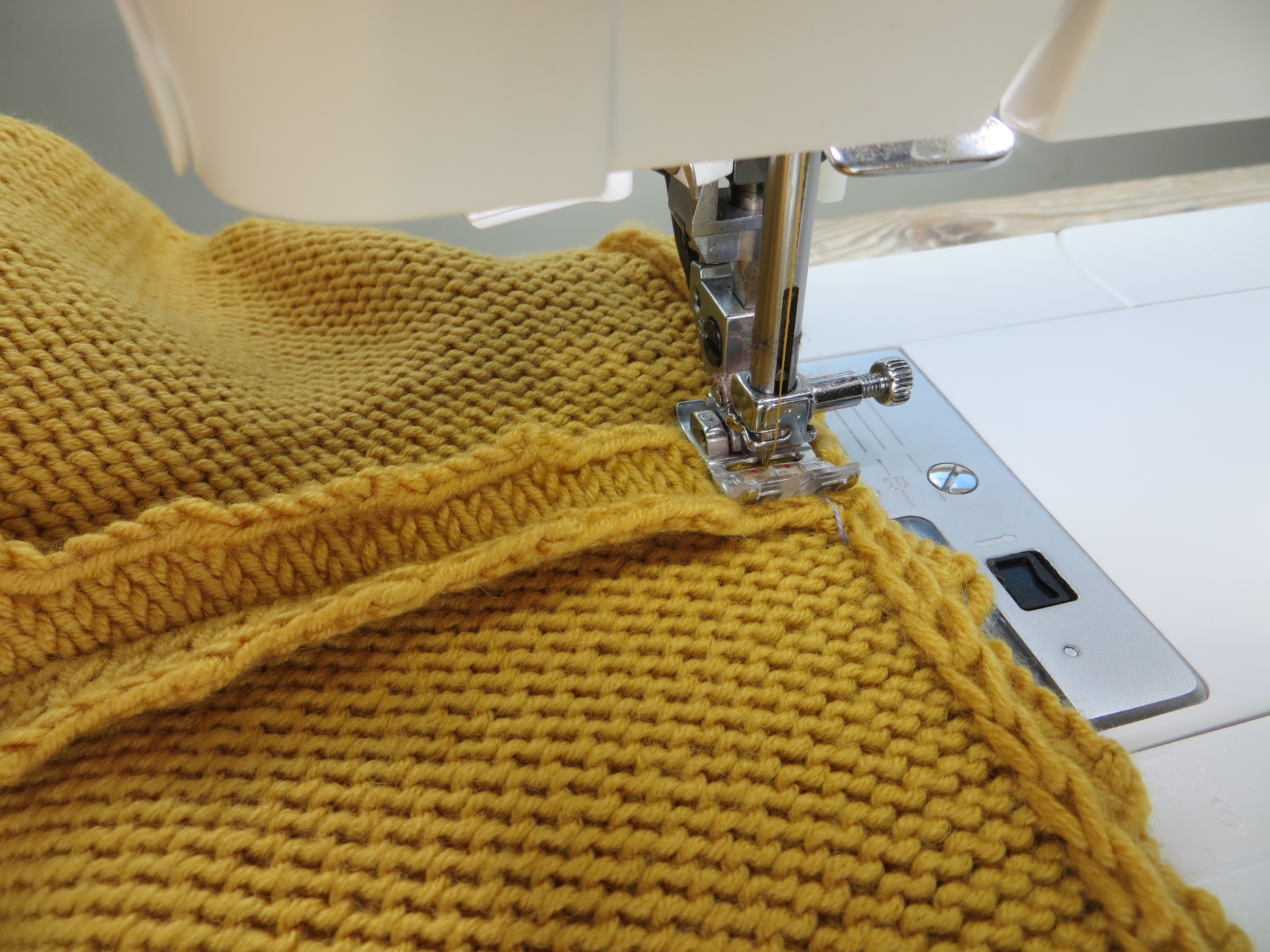Assembler tricot machine a coudre