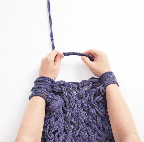 Tricoter couverture avec les doigts