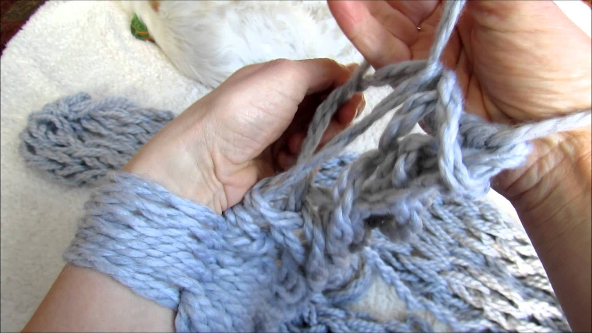Tricoter avec les mains tutoriel