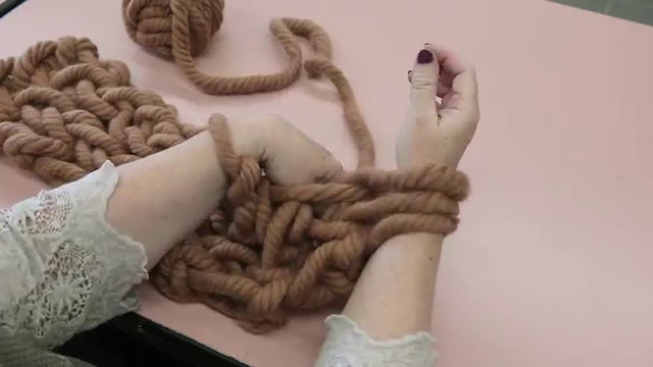 Tricot avec les bras grosse laine