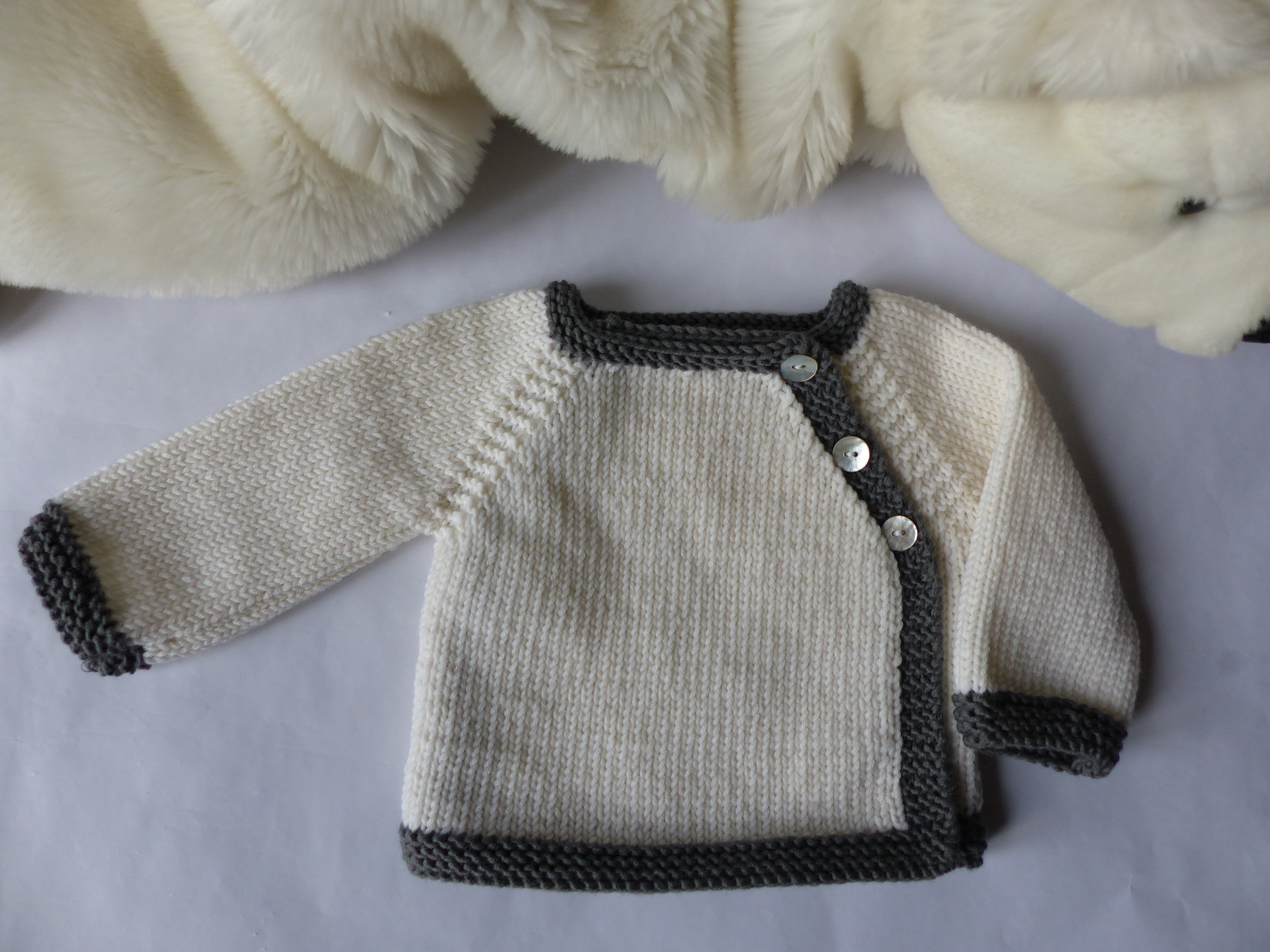 Apprendre tricoter brassiere bebe