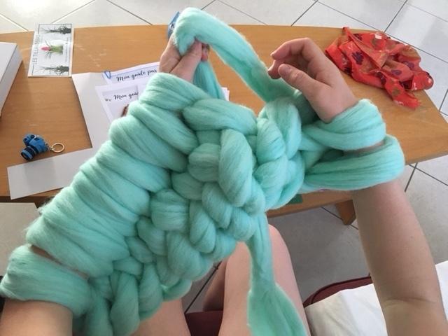 Tricoter avec des bras