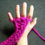 Tricoter avec les doigts video